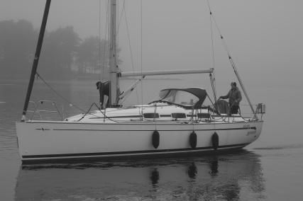 Selmas første lille tur i Vågsnes: fra den ene brygga til den andre.