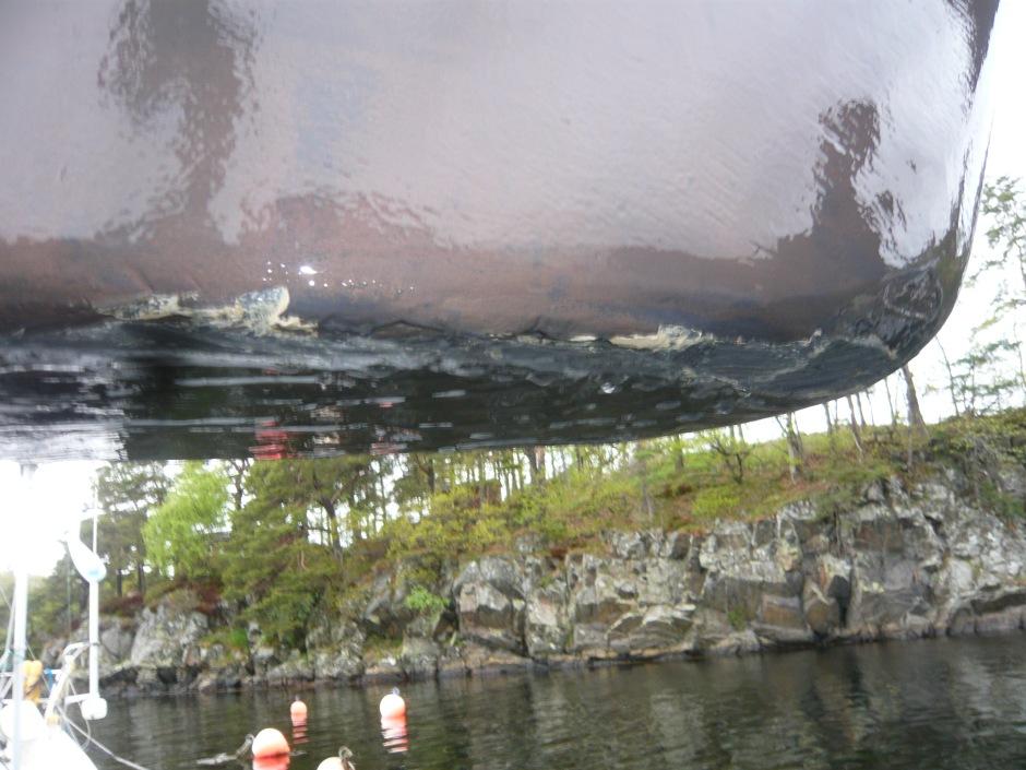 Skraper under på kjølen fotografert under oppløft på Randesund Allsidige